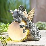 Psycker Gartendeko Figuren, Garten Gnome Statue Solar Leuchte, Gartenzwerg-Statue Dwarf Statue-Resin Ornament mit Solar LED Beleuchtung, Festliche Außendekoration für Balkon, Garten, Rasen (Dragon)