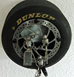 Race Tire Art (RTA) Upcycling Produkte: das bedeutet , wir verarbeiten gebrauchte bzw. ausgediente Rennreifen.. wieder zu sinnvollen, kreativen und einzigartigen Artikeln - Konkret bedeutet das: für Race Tire Art werden Rennreifen umfunktionert in Hocker, Tische, Uhren, Regal und vieles mehr, so erhalten die Reifen quasi eine 2. Chance - direkt von der Rennstrecke - Made in Germany - jeder Reifen/Artikel ist ein absolutes Unikat und in reiner Handarbeit hergestellt - Copyright by Race Tire Art . Da es sich um gebrauchte Teile (Bremsscheibe..) handelt kann es immer zu kleinen Abweichungen gegenüber den Abbildungen kommen. Schlüßelboard incl. Wandhacken/Dübel