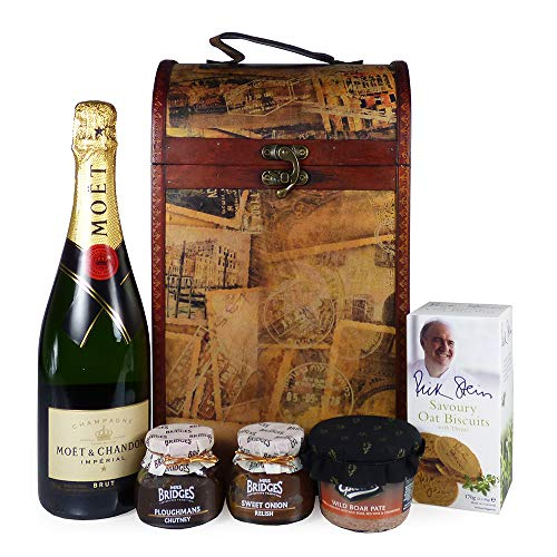 75cl Moet et Chandon Champagne with Nibbles Gift Food Hamper Presented in a Vintage Style Wine Carrier - Gift Ideas for Mum, Mothers Day, Birthday, Anniversary, Business, Corporate, Wedding, Dad