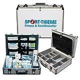 Sport-Thieme Erste-Hilfe-Koffer mit Inhalt | Alu Sanitätskoffer für Fussball, Handball, Sport | Befüllt nach DIN 13160 + Kühlspray | Variable Fachaufteilung | 45x32x14 cm | 5,5 kg