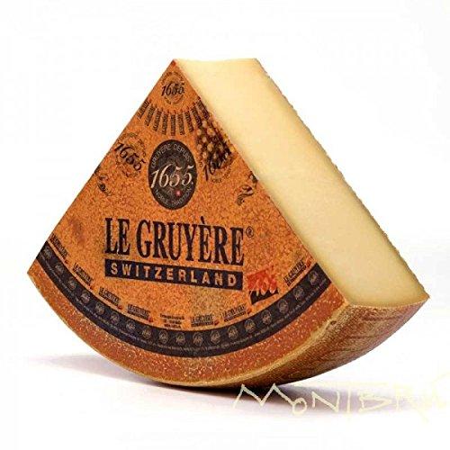 venduto a spicchi da 500g sottovuoto in busta termica Le gruyère DOP è il formaggio della Svizzera romanda dall'aroma raffinato. Formaggio a pasta dura di latte crudo di mucca. Al tatto, la pasta si presenta come una superficie fine e leggermente umi...