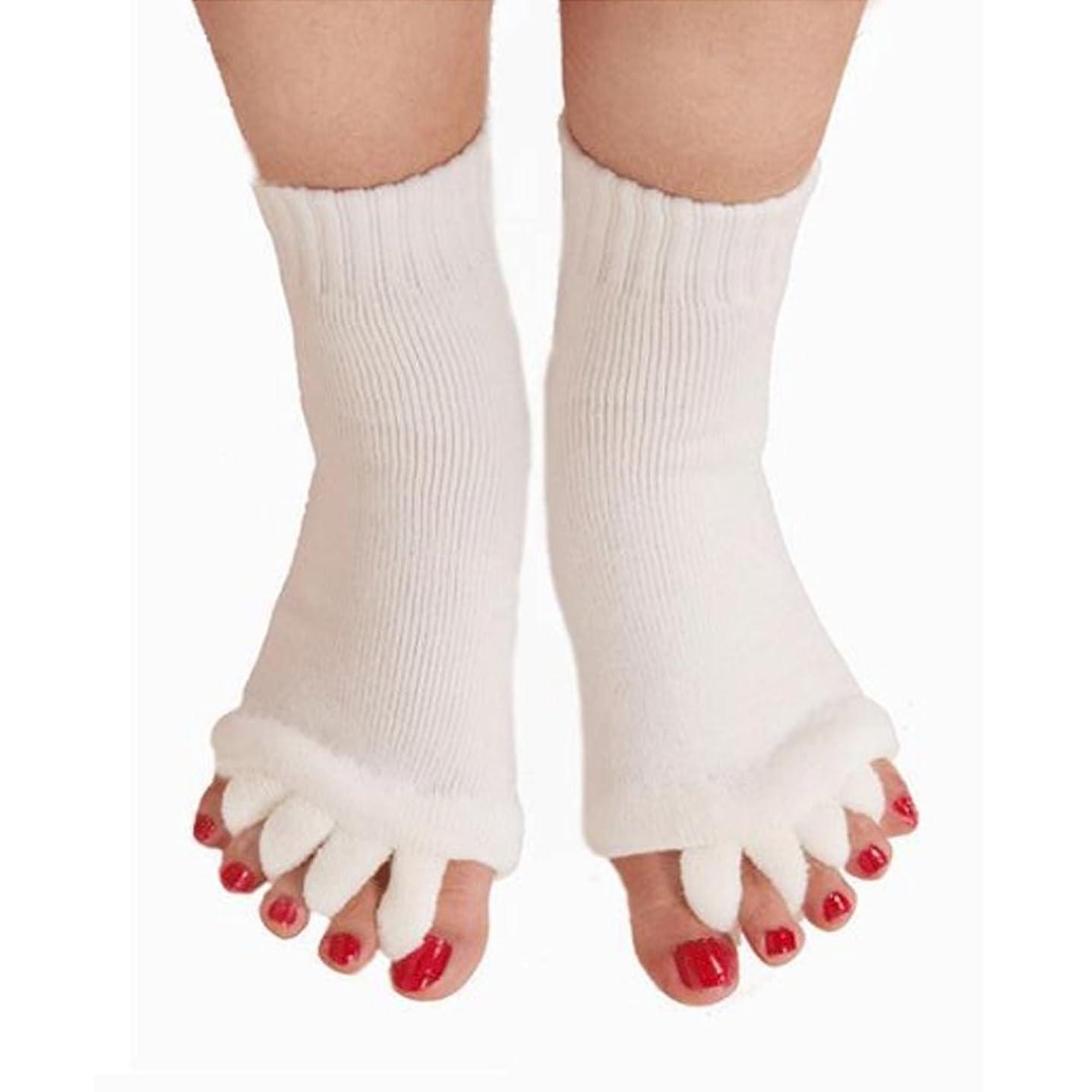 後方に持っているゴネリル5本指 ソックス 靴下 足指全開 スリーピングソックス 足指ケア 痛みを軽減する 外反母趾 偏平足対策 ヨガウェア 美脚 就寝時用 快眠 むくみ解消 ホワイト 1ペア
