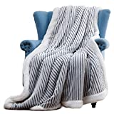 WILL green Sherpa Blanket, 60 x 80 Fleece Throw Blanket, Worm & Cozy Flannel Blanket for Couch or Bed Throws, Modern Luxury 3D Striped Pattern, for Family, Grey