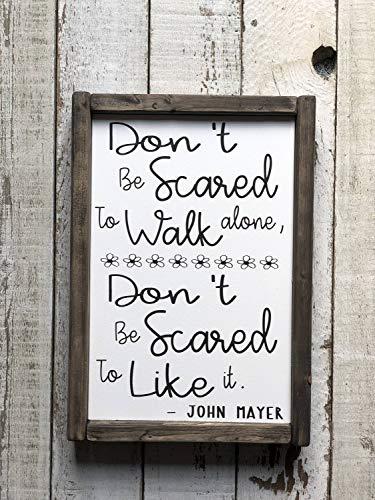 CELYCASY Holzschild mit englischer Aufschrift Don't Be Scared to Walk Alone, Don't Be Scared to Like It, John Mayer Lyrics, Landhaus-Stil