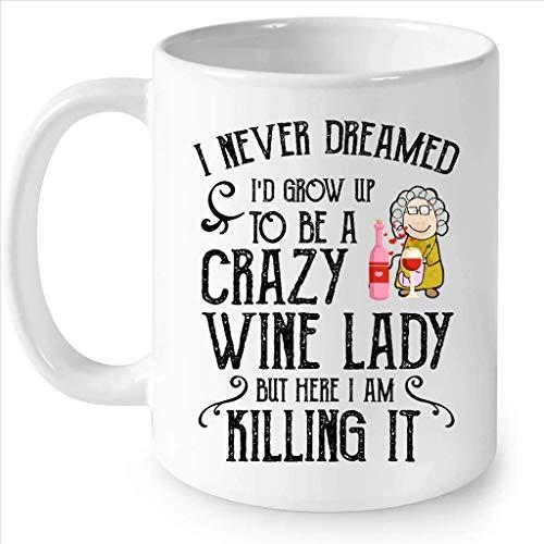 Taza cremosa que nunca soñé que crecería para ser una dama loca del vino, pero aquí la estoy matando Taza completa de café con envoltura blanca