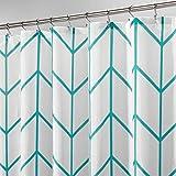 mDesign Duschvorhang aus Polyester – modernes Badzubehör für die Dusche – wasserabweisende Duschgardine im Fischgrätenmuster – 183 x 183 cm – Blaugrün & Weiß
