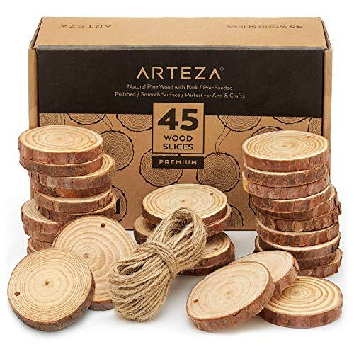 Arteza Rodajas de madera para manualidades | 6-7 cm aprox. | 45 discos de madera de pino | Superficies lisas y borde con corteza | Incluye 15 m de cuerda para llaveros de madera, arte y bricolaje