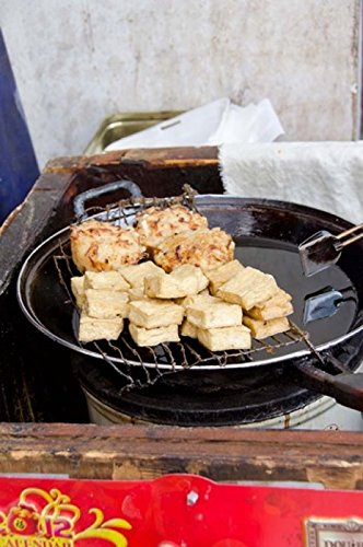 The Poster Corp Cindy Miller Hopkins/DanitaDelimont – China Shanghai. Village of Zhujiajiao. Homemade Snacks Cooked in Wok. Photo Print (27,94 x 40,64 cm)