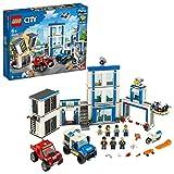 LEGO 60246 City Le Commissariat de Police, 2 Jouets de Camion, Moto, Minifigurines pour Enfant 6 Ans et + avec Briques Lumineuses et Sonores