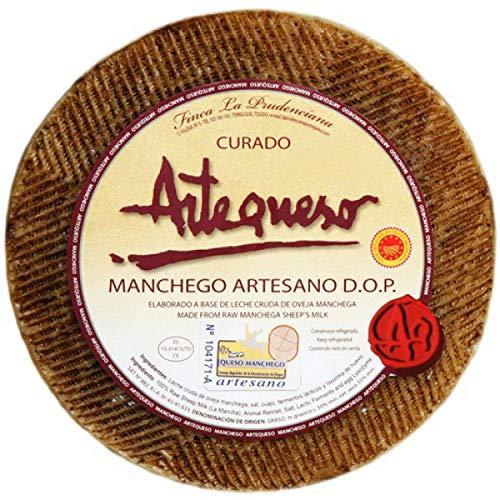 """Formaggio ovino stagionato artigianale """"DO Manchego"""" di Artequeso prodotto con latte crudo di pecora e stagionato per 10 - 12 mesi a seconda delle dimensioni."""