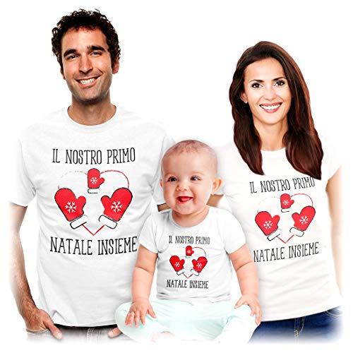 Shirtgeil Il Nostro Primo Natale Insieme - Idea Regalo per Famiglie Mamma papà Bambini Uomo Bianco Large