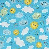 Blauer Stoff mit Sonnen und Wolken von Quilting Treasures