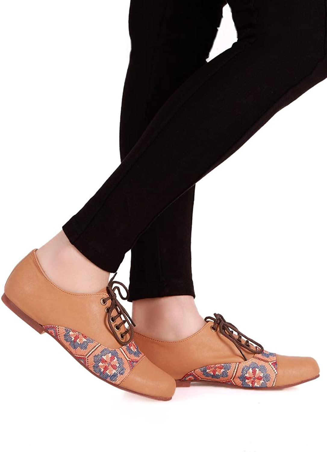 Tjori Beige & Multicolor Mgoldccan Embroidered Oxford shoes