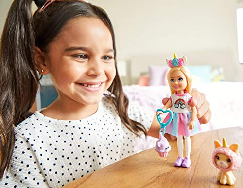 Barbie Chelsea Disfraz de Arcoiris, Muñeca con Accesorios y Mascota(Mattel Ghv70) , color/modelo surtido