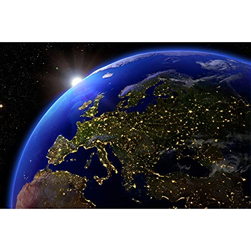 GREAT ART® XXL Poster – Europa bei Nacht – Ausblick aus dem Weltall Space Universum Welt All Artwork Wandbild Planeten Deko Wanddekoration - Wandbild Kontinent Motiv (140 x 100 cm)
