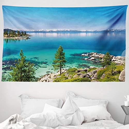 ABAKUHAUS Azul Tapiz de Pared y Cubrecama Suave, Vista Calma de Lago Tahoe Sierra Pinos en Las Rocas Aguas Turquesas Orilla, No se Desliza de la Cama, 230 x 140 cm, Gris Azulado