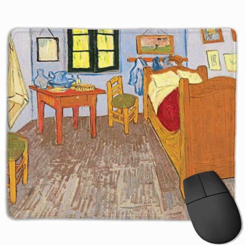 Muiskussen, muismat, kunst schilderen stijl interieur met bed opgehangen foto's en stoelen in de buurt van het raam standaard grootte blauw Khaki
