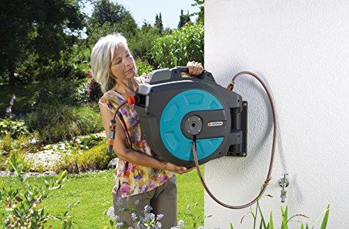 GARDENA Wand-Schlauchbox 35 roll-up automatic Li: Automatische Schlauchtrommel zur Wandmontage, Einzug über Akku per Tastendruck, 180 Grad schwenkbar, Schlauchlänge 35 m (8025-20) - 4
