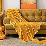 MIULEE Kuscheldecke Fleecedecke Flanell Decke Mit Pompoms Einfarbig Wohndecken Couchdecke Flauschig Überwurf Mikrofaser Tagesdecke Sofadecke Blanket Für Bett Sofa Schlafzimmer Büro,125x150 cm Gelb