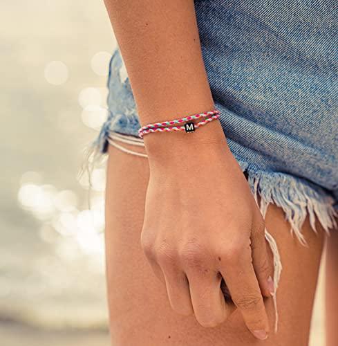 Made by Nami Boho Surfer-Armband Personalisiert mit Buchstabe - Damen Herren Mädchen Pärchen-Armband individualisiert - beste Freundin Freundschaftsarmband Geschenk - Wasserfest & Verstellbar (Pink)