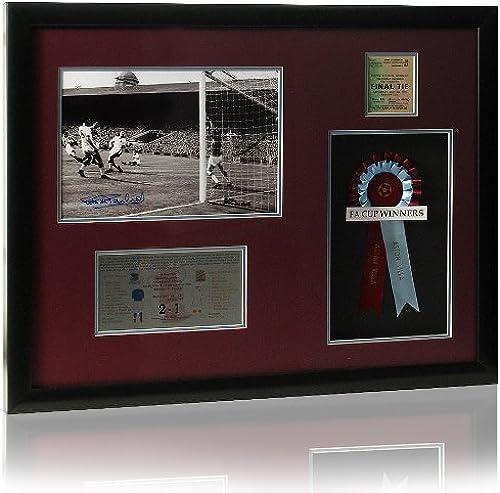 Grand Aston Villa 1957–Finale de présentation dédicacée Par Peter McParland. (LOT578)