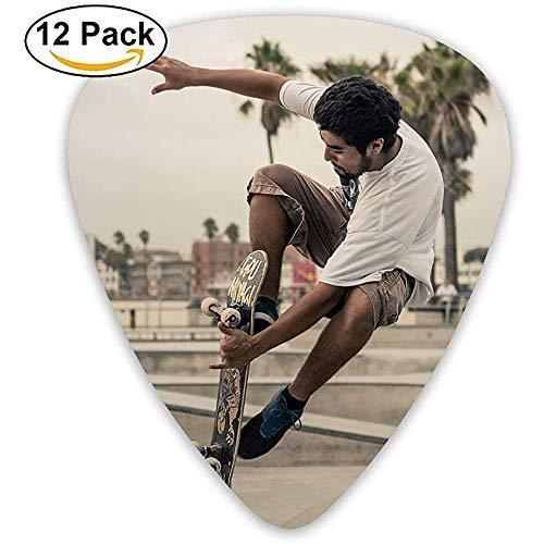 Er spielt Skateboard Guitar Pick 12pack