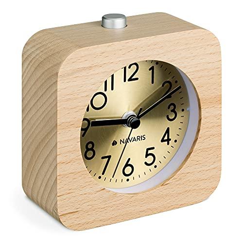 Navaris Analog Holz Wecker mit Snooze - Retro Uhr Viereck Design mit goldenem Ziffernblatt Alarm - Leise Tischuhr ohne Ticken - Holzwecker Hellbraun