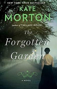 Paperback The Forgotten Garden: A Novel Book