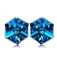 * Temi impliciti * Tu sei l'angolo blu del mio cuore. * Elementi popolari * Gli orecchini scintillanti sono realizzati con cristalli blu Swarovski che riflettono la luce di tutti i colori dell'arcobaleno. Il processo di taglio dettagliato ha mostrato...