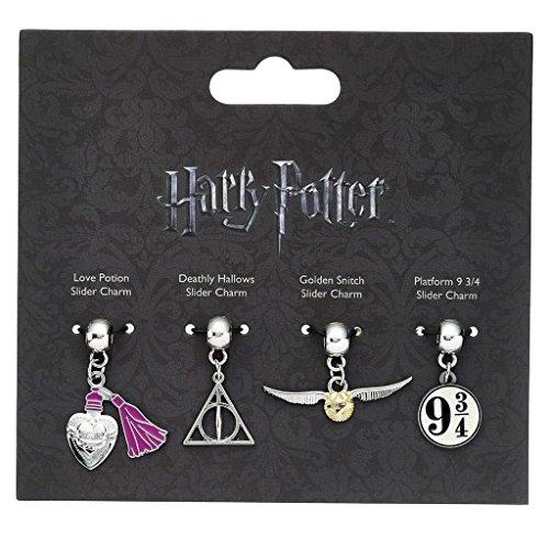 Harry Potter Anhängerset 1 4-teilig, silberfarben, aus Metall, auf Backerkarte.