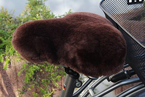 Schöner und komfortabler echt Lammfell Sattelbezug, Fahrradsattelbezug mit sehr guter Paßform, für Satteltypen wie Gelsattel, Citysattel, Tourensattel u.v.m - für Damen und Herren, in braun