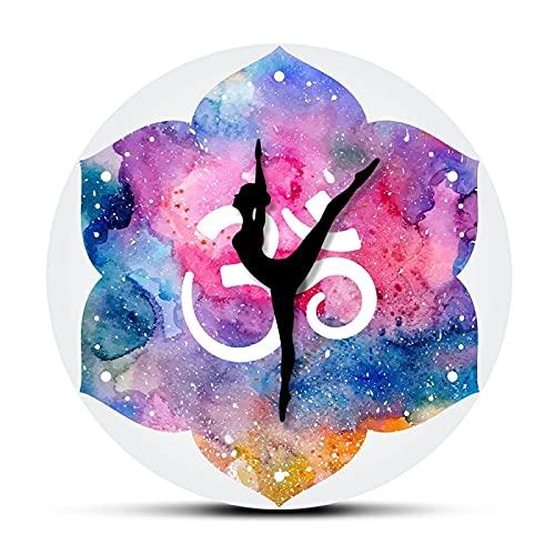 xinxin Reloj de Pared Hindú Acuarela Símbolo Om Reloj de Pared Moderno Yoga Chica Om Reloj de Pared Espiritual Estudio de Yoga Zen Art Decor Clcok Reloj Yogi Gift