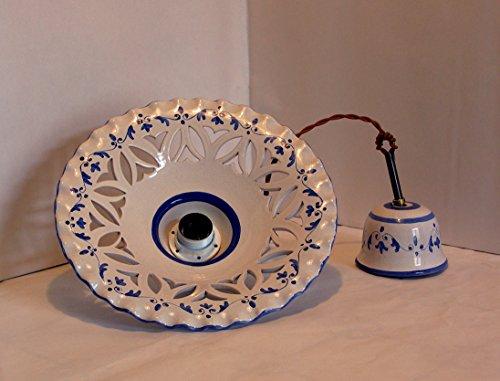 Lampadario in ceramica decorato mano. Piatto in ceramica plissettato misura diametro 30 cm. Attacco lampadina E27. Filo di stoffa e accessori in metallo brunito. Coprifilo a soffitto in ceramica decorato.