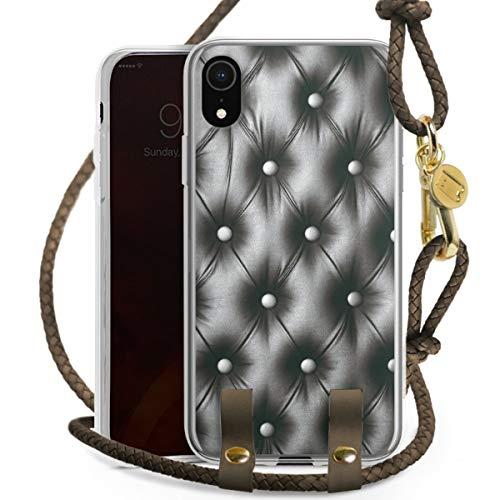 DeinDesign Carry Case kompatibel mit Apple iPhone Xr Hülle mit Kordel aus Leder Handykette zum Umhängen Taupe Gold Polster Leder Couch
