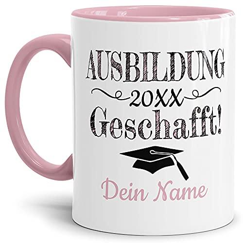 Tasse mit Spruch - Abschluss geschafft Ausbildung - zum selbst Gestalten mit Wunschname und Abschlussjahr - Geschenk für den Ausbildungsabschluss, Henkel & Innen Rosa 300 ml   Personalisiert