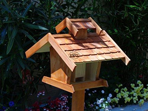 Vogelhaus+Ständer-Futterhaus-K-VOVIL4-MS-dbraun002 Großes PREMIUM-Qualität,Vogelhaus,KOMPLETT mit Ständer wetterfest lasiert, WETTERFEST, QUALITÄTS-SCHREINERARBEIT-aus 100% Vollholz, Holz Futterhaus für Vögel, MIT FUTTERSCHACHT Futtervorrat, Vogelfutter-Station Farbe braun dunkelbraun schokobraun rustikal klassisch, Ausführung Naturholz MIT TIEFEM WETTERSCHUTZ-DACH für trockenes Futter - 8