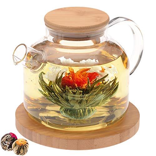 Teabloom Teekanne aus Glas mit Bambusdeckel (1200 ml), Teefilter für lose Teeblätter, 2 Teeblumen, großer Bambus-Untersetzer – Geschenkset mit natürlich blühendem Tee – zeitlose Momente