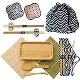 dudukit Sushi Maker Completo 16 Pezzi - Kit Sushi Include 5 Bacchette Giapponesi, 2 Tappetini in bambù, 2 Ciotole, 2 Poggia Bacchette,2 Borse di Lino, Vassoio di Servizio, Spatola, Paletta