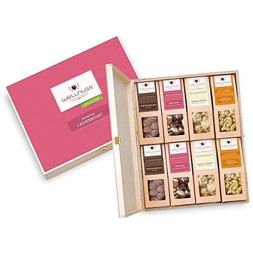 """WELLNUSS ,,Ladiesnight"""" - Premium Geschenk-Set für Frauen I In hochwertiger Birkenholzbox I 8 außergewöhnliche Nuss- & Schokoladen-Snacks I Feinkost Geschenkidee für Frau, Mutter, Schwiegermutter"""