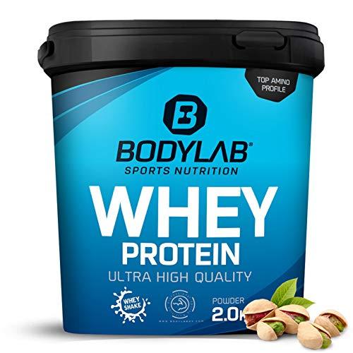 Protein-Pulver Bodylab24 Whey Protein Pistazie 2kg / Protein-Shake für Kraftsport & Fitness / Whey-Pulver kann den Muskelaufbau unterstützen / Hochwertiges Eiweiss-Pulver mit 80% Eiweiß / Aspartamfrei