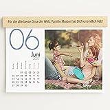 sendmoments Fotokalender 2022 mit personalisierter Holzblende, Kalenderjahr, Wandkalender mit persönlichen Bildern, Kalender für Fotos, Spiralbindung, DIN A4 Querformat, optional mit Veredelung