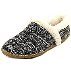 Christmas gift guide with Toms slippers