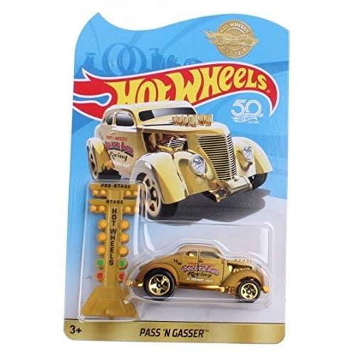 HOT WHEELS GOLDEN CAR FKF93