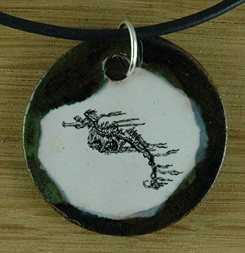 Echtes Kunsthandwerk: Hübscher Keramik Anhänger mit einem Seepferdchen; Seenadel, Meer, Tier, Aquarium, Schwimmabzeichen