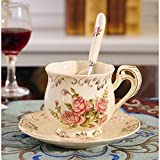 Taza de café de cerámica en la tarde de té de la tarde Casa de...