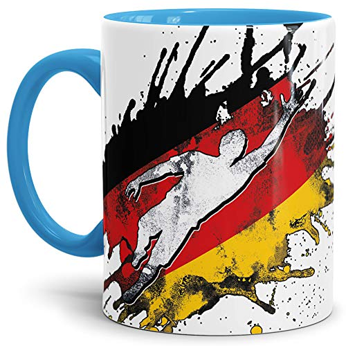 Tassendruck Flaggen-Tasse Fussballer -Deutschland - Fahne/Länderfarbe/WM 2018/Weltmeisterschaft/Cup/Tor/Innen und Henkel Hellblau - Qualität Made in Germany