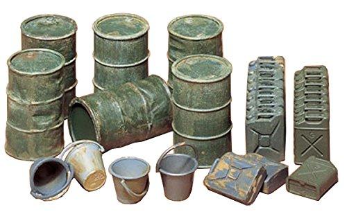 TAMIYA 35026 35026-1:35 Diorama-Set US/Dteutsche Kanister&Fässer, Modellbau, Plastik Bausatz, unlackiert