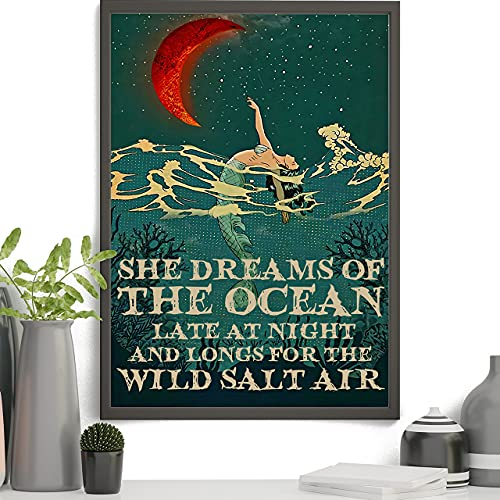 Mermaid Dreams - Póster de pared con texto en inglés 'She Dreams Of The Ocean Late At Night', para sala de estar, dormitorio, estudio u oficina, sin marco, 40,6 x 60,9 cm