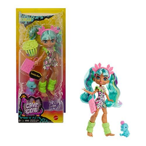 Cave Club Rockelle Muñeca con accesorios de juguete y de moda, incluye mascota...