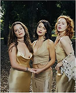 Charmed 8x10 Photo Charmed Holly Marie Combs/Piper Halliwell, Alyssa Milano Phoebe Halliwell & Rose McGowan/Paige Matthews Very Sexy Gold Dresses Outside Pose 1 kn